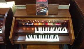 LOWREY HOLIDAY D350 ORGAN